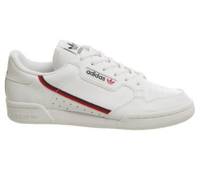 阿迪达斯运动鞋